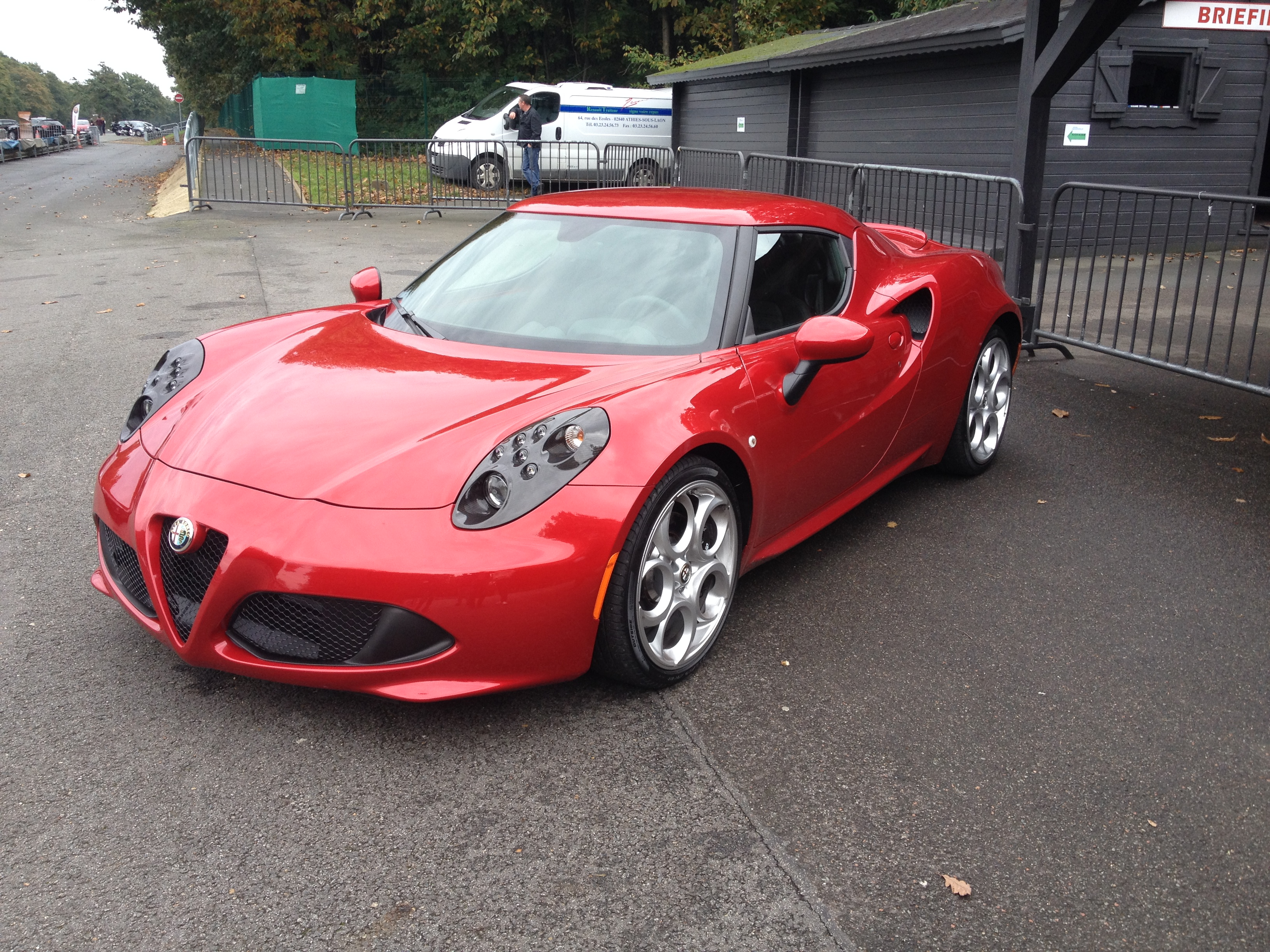 essai circuit alfa romeo 4c auto lifestyle. Black Bedroom Furniture Sets. Home Design Ideas