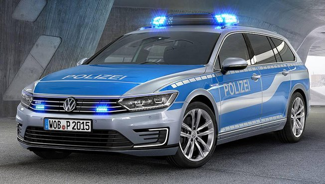 la volkswagen passat gte sw se branche a la polizei auto. Black Bedroom Furniture Sets. Home Design Ideas