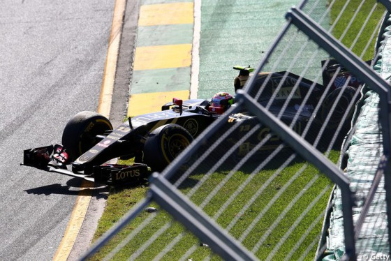 Grand-Prix-Australie-2015-Accident-Maldonado-Lotus