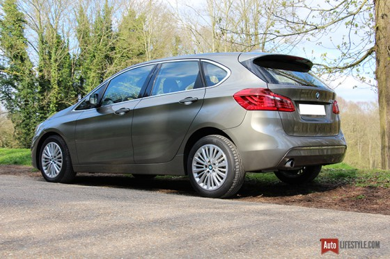 Essai bmw 218i 136 ch active tourer finition luxury for Chrome line exterieur bmw